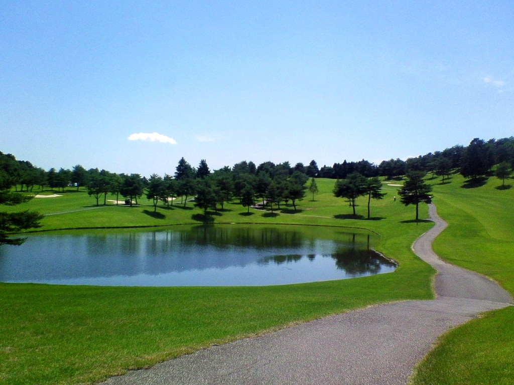 意外と広くてのびのびプレーできるゴルフ場 グリーンは重くてそれなりに傾... セブンハンドレッド