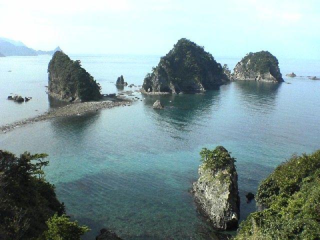 静岡県 西伊豆の堂ヶ島の三四郎島です。 私的なベストショットです。 景... 西伊豆 堂ヶ島|お