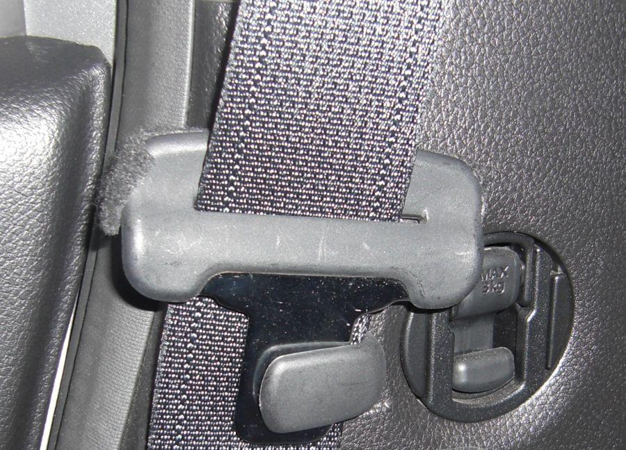 シートベルト、コトコト音対策