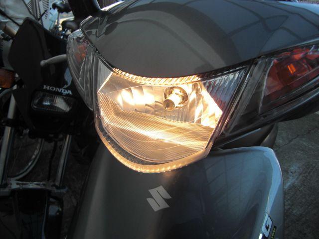アドレスV50Gヘッドライトバルブ交換