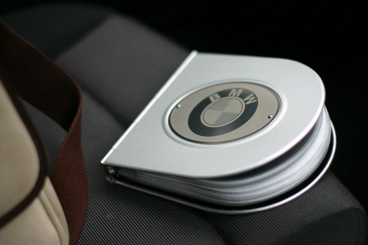 BMWロゴ入りアルミCDケース アメリカのオークションサイトで3000円くらいでゲットしたアルミ