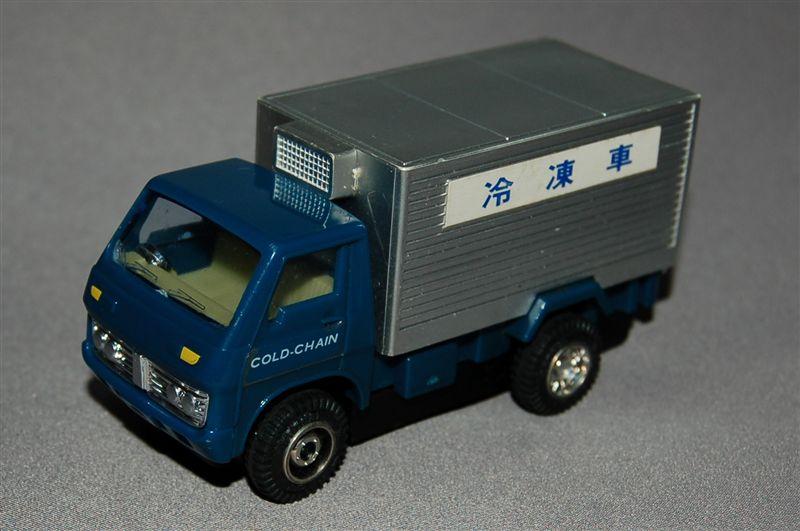 [大きい写真で見る]バンダイのミニミニカーから、、いすゞエルフ保冷車です... いすゞエルフ保冷