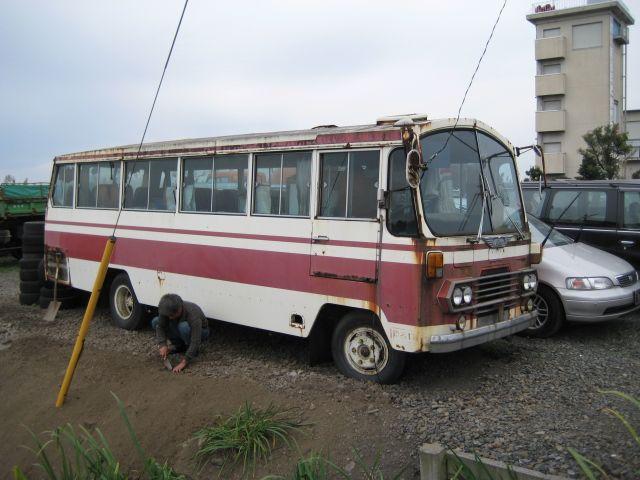 [大きい写真で見る]日野マイクロバス トラック野郎で、田中邦衛がプレハブ... 出先で見かけた古