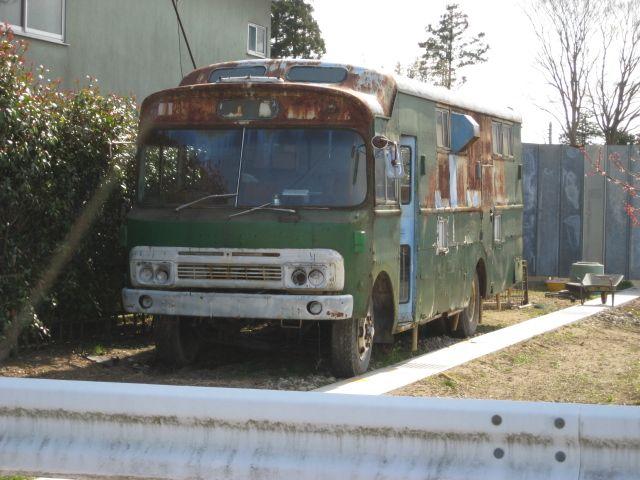[大きい写真で見る]お馬さんのバスでしょうか? 日野KFの中期グリルみた... 出先で見かけた古