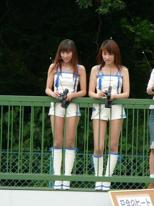 ORCレーシングレディ 左:墨屋麻奈美ちゃん 右:夏生祥代ちゃん ヨコモ...  車・自動車SN