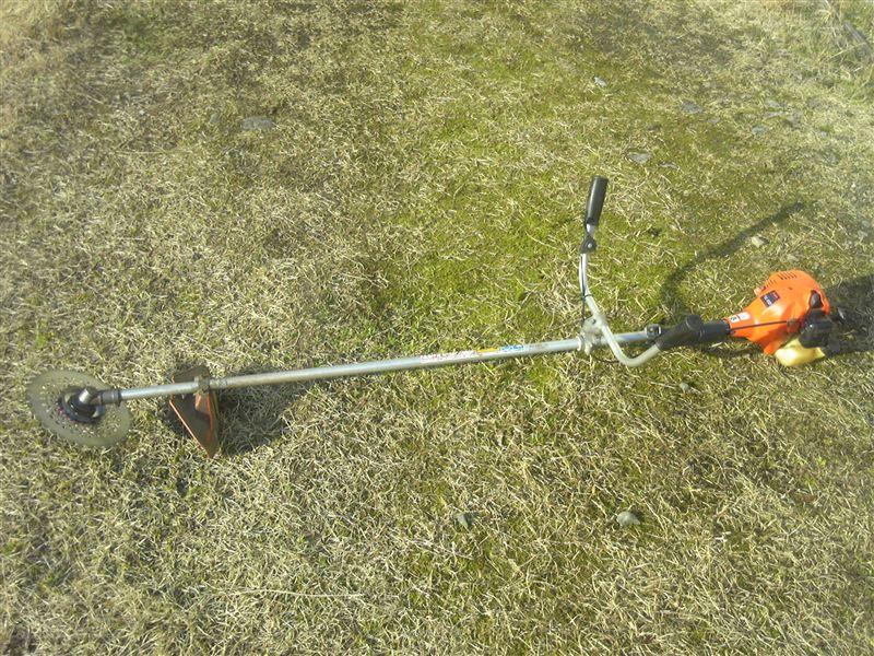 草刈機(刈払機)の分解