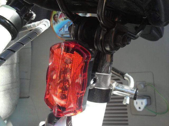 安全のため反射板の他にランプ ...