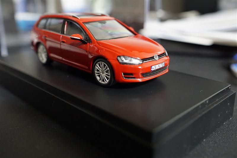 VW  / フォルクスワーゲン純正 Golf Variant 1:43 ミニカー(RED)