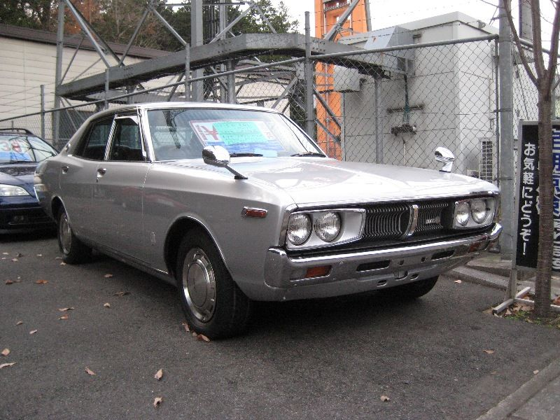 出先で見かけた古い車 4