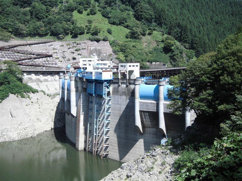 荒川の本流最上流部に建設されたダム。 ダムによって形成された人造湖は、...  車・自動車SNS