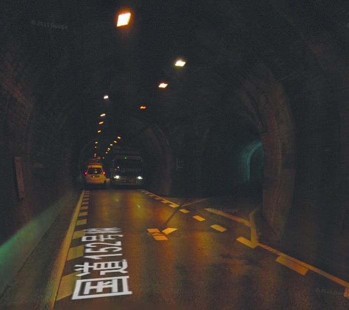 R152秋葉ダム周辺のトンネル内交差点