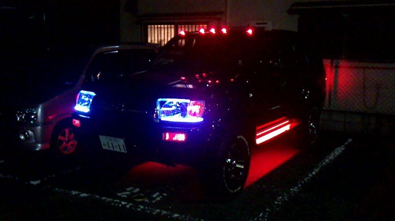 トヨタ ハイラックスサーフ  HIDヘッドライト☆モニター6つ☆ルーフマーカー☆ステップLED☆